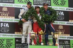 Podium: race winner Keisuke Kunimoto, second place Edoardo Mortara, third place Brendon Hartley