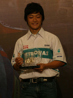 Kunimoto receives one of four trophies