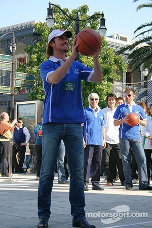 Session de basket-ball: Thompson tire