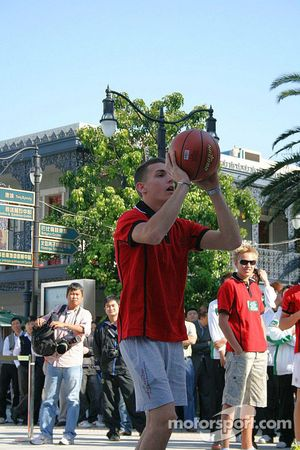 Session de basket-ball: et Bianchi shoote à son tour