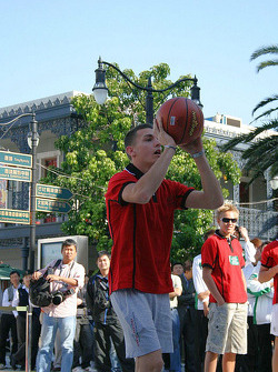 Basketball shootout: and Bianchi takes his turn to shoot