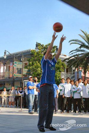 Session de basket-ball: Matthew Marsh à un avantage de poids