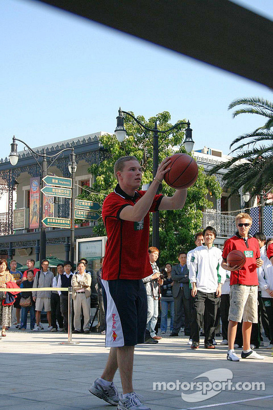 Basketball shootout: Mika Maki takes aim