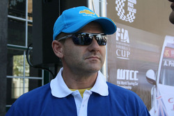 Basketball shootout: Nicola Larini is Mr. Cool