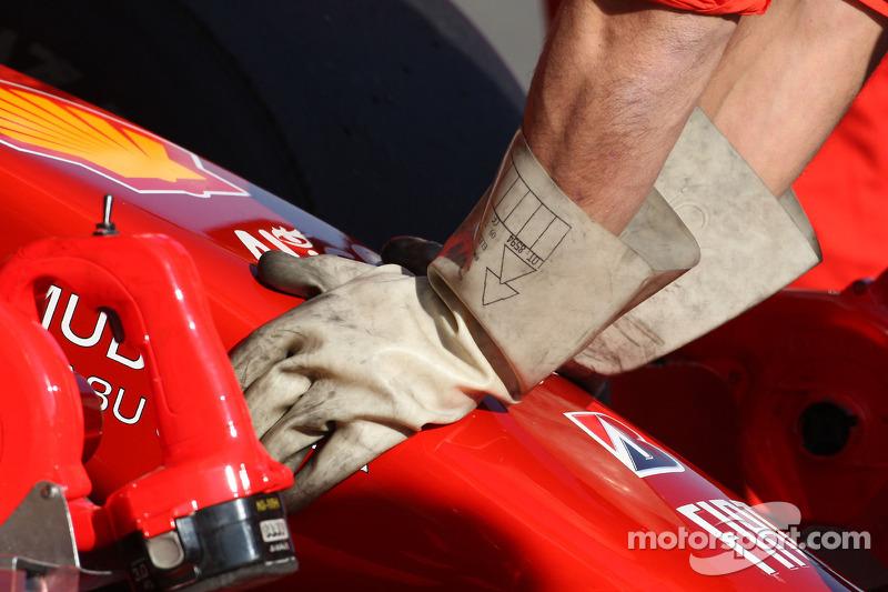 Ferrari mechanics wear rubber gloves, due to KERS on the car of Luca Badoer, Test Driver, Scuderia F