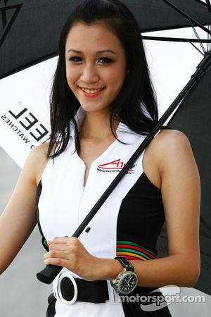 TW Steel grid girl