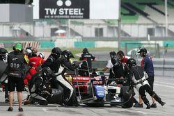 Arrêt au stand pour Marco Andretti, pilote pour l'équipe des USA