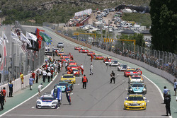 Starting grid heads to formation lap