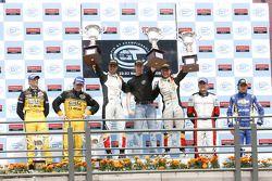 GT1 podium: gagnants de la class et de la course Anthony Kumpen et Bert Longin, 2ème place Mike Hezemans et Fabrizio Gollin,3ème place Maxime Soulet et Christian Ledesma
