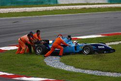 Narain Karthikeyan, pilote de l'équipe de l'Inde se crash