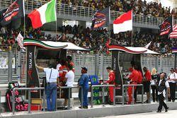 Mur du stand durant la course