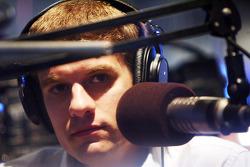 David Ragan parlant avec Sporting News Radio vendredi au the ESPN Club au Walt Disney World