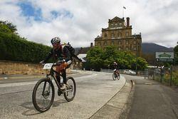 Hobart, Australia: Lieuwe Boonstra and Jan Kubicek of Team Red Bull