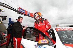 Garth Tander effectuant un sondage pour le Tasmanian Challenge (Toll Holden Racing Team Commodore VE)