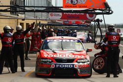 arrêt au stand: Jamie Whincup (équipeVodafone Ford Falcon BF)