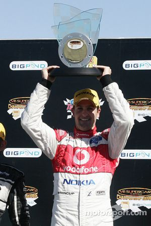 Jamie Whincup takes the round win