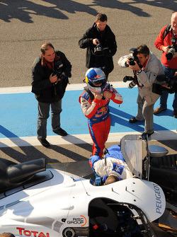 Sébastien Loeb se préparant pour son tour solo dans la Peugeot Sport Total Peugeot 909