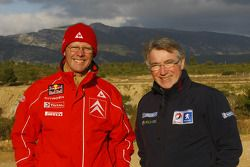 Olivier Quesnel, l'équipe du Citroen Total World Rally, et Michel Barge, Peugeot Sport Total