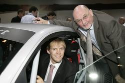 Mattias Ekström et Werner Frowein (Directeur Manager de la quattro GmbH) avec la Audi R8 LMS