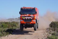 l'équipe de Rooy fait des tests en Franceet en Espagne: Gerard de Rooy, Tom Colsoul et Marcel van Melis testant la GINAF X2223