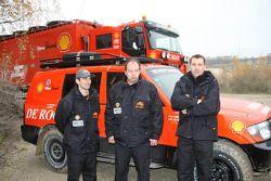 l'équipe de Rooy: pilote Bart de Gooyert, co-pilote Dennis Voets, membre d'équipage Sébastien Catta, assistant
