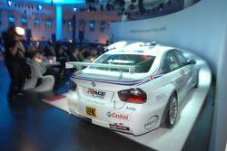 pilote de l'équipe BMW driver Andy Priaulx dans la BMW WTCC Touring car