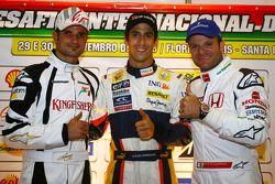 Vitantonio Liuzzi, pilote d'essai, le pilote d'essai de l'équipe Force India Lucas Di Grassi , l'équipe Renault et Rubens Barrichello de l'équipe Honda Racing F1