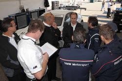 l'équipe BMW Rahal Letterman fait des tests : Bobby Rahal and BMW Rahal Letterman conduisant avec d'autres membres