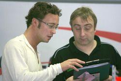 Andreas Zuber parle à son ingénieur