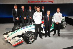 Honda President and CEO Takeo Fukui poses with Jenson Button, Rubens Barrichello, Ross Brawn, Nick Fry and Honda Racing F1 team members