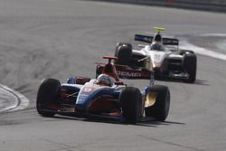 Giedo Van der Garde dirige Sergio Perez