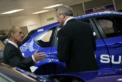 HRH Prince Philip, Duke d'Edinburgh, lors de visite à l'équipe Subaru World Rally avant le Wales Rally GB