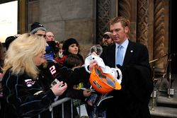 Clint Bowyer signs autographs for fans following the 2008 NASCAR NMPA Myers Brothers Awards at Cipriani
