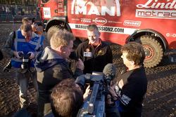 MAN Rally Team presentation: Gerard de Rooy spies on