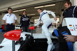 Robert Kubica, BMW Sauber F1 Team gets as a birthday present a drive in the BMW V12 LMR, Dr. Mario Theissen, BMW Sauber F1 Team, BMW Motorsport Director, Augusto Farfus, WTCC BMW Team Germany