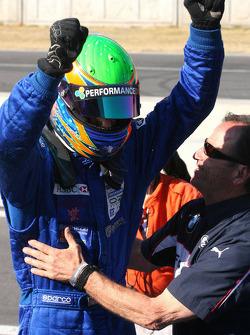 Le vainqueur du Formula BMW World Final Alexander Rossi fête sa victoire
