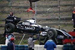 Kazuki Nakajima, Williams F1 Team, s'arrête sur la piste dans sa voiture interim 2009