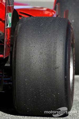 Les pneus Rear Bridgestone sur une Scuderia Ferrari