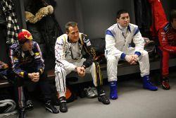 Sebastian Vettel, Michael Schumacher et Gareth McHale au briefing des pilotes