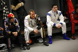 Sebastian Vettel, Michael Schumacher y Gareth McHale en la sesión informativa de los pilotos