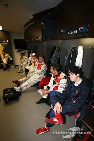 Jaime Alguersuari, Troy Bayliss, Tom Kristensen et Mattias Ekström au briefing des pilotes