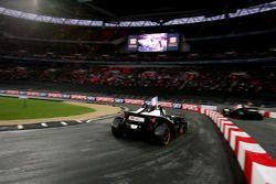Cuartos de final, carrera 7: Adam Carroll vs Michael Schumacher
