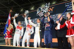 Podio: los ganadores de la Copa de Naciones Michael Schumacher y Sebastian Vettel (Equipo de Alemania) celebran