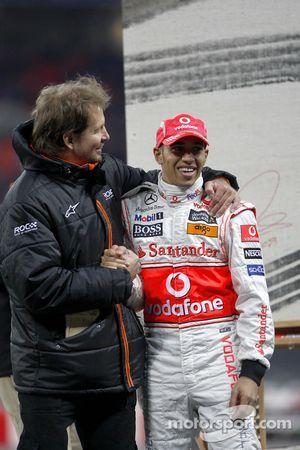 Frederik Johnson avec Lewis Hamilton