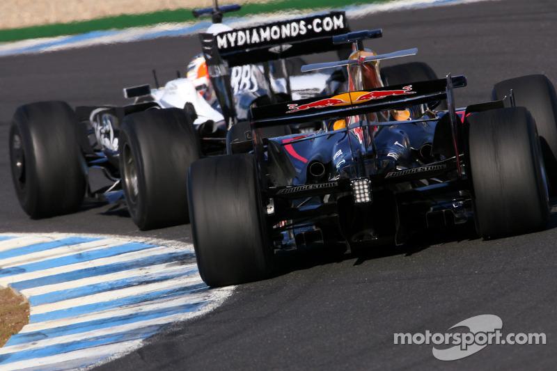 Em 2008, Buemi virou piloto de testes da Red Bull. Na foto, aparece atrás de Hulkenberg em treino
