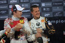 Podium: Michael Schumacher et Mattias Ekström sabrent le champagne