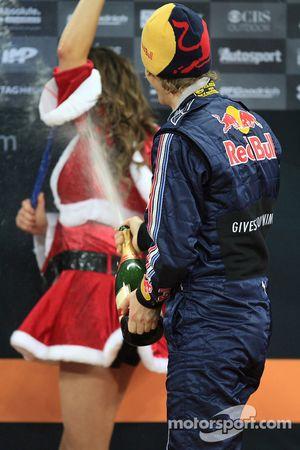 Podium: Sebastian Vettel sabre le champagne
