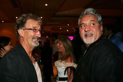 Владелец команды Force India Виджай Малья и Эдди Джордан на вечеринке