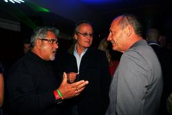 Dr Vijay Mallya Force India F1 Propietario de equipo con Ron Dennis, Presidente de McLaren y direct