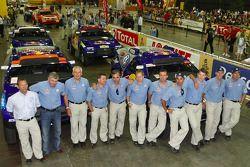 Séance photo de Volkswagen Motorsport: le directeur Kris Nissen, Wolfgang Hatz (A la tête du groupe